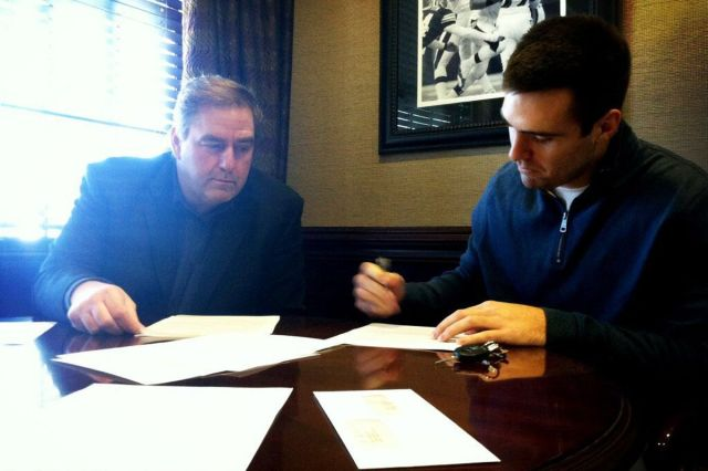 flacco-signs-contract.0.0